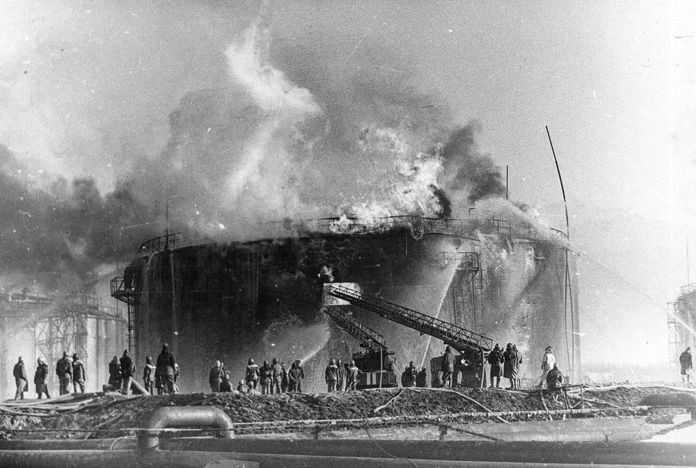 С огнем боролись 560 пожарных