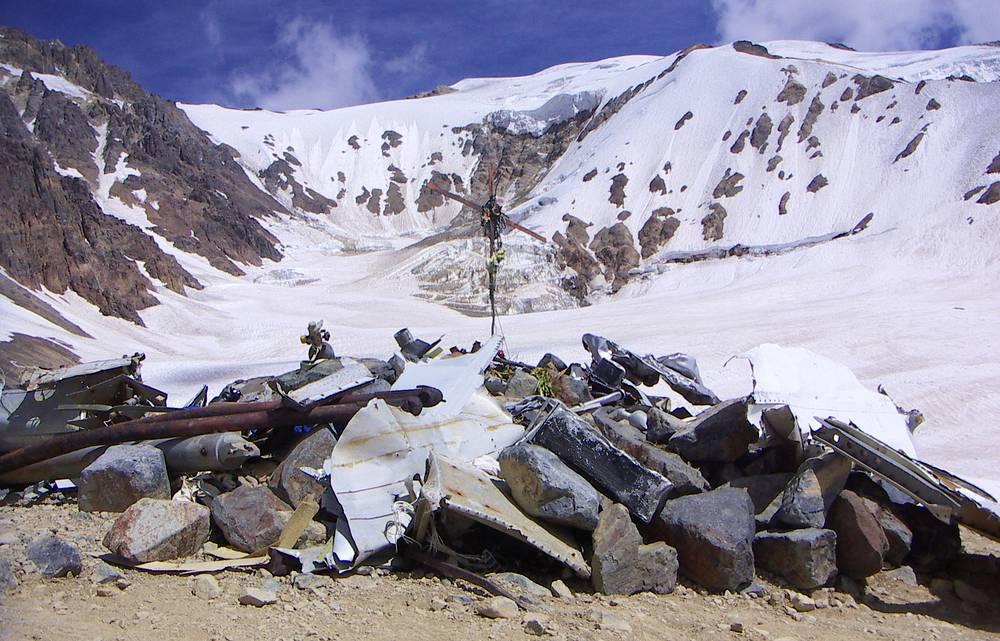13 октября 1972 года в Андах столкнулся с горой самолет Fairchild FH-227D уругвайских ВВС c 40 пассажирами и 5 членами экипажа на борту. 33 человека выжили и находились в горах на высоте около 3,5 тыс. м. Два пассажира совершили переход через горы и сообщили о местонахождении самолета. Были спасены 16 человек