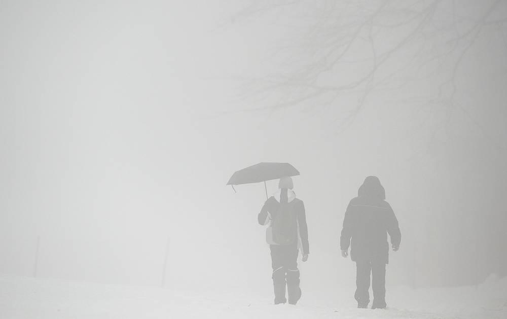 Метеорологическая информация необходима также при проектировании и строительстве зданий и энергетических сооружений. На фото: туман в Красной Поляне в Сочи