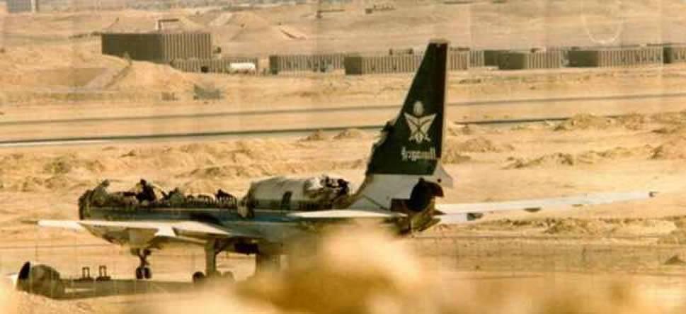 19 августа 1980 года в Lockheed L1011 TriStar 200 компании Saudi Arabian Airlines начался пожар, после чего лайнер совершил аварийную посадку в аэропорту Эр-Рияда (Саудовская Аравия). Из-за проблем с электрооборудованием оказалось невозможно открыть двери самолета изнутри, а наземные службы не смогли обеспечить немедленную эвакуацию. В результате 301 человек погиб от отравления дымом