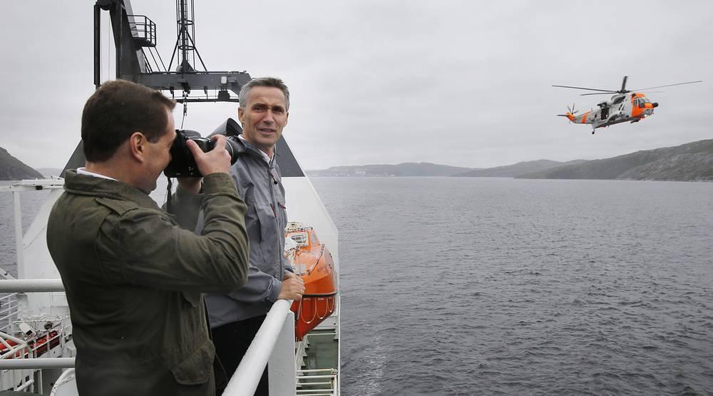 Дмитрий Медведев фотографирует Йенса Столтенберга