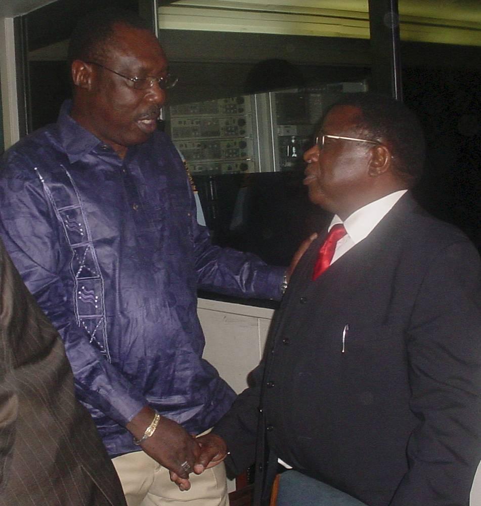 Международный трибунал по Руанде судил организаторов и вдохновителей геноцида. Полковник руандийской армии Теонесте Багосору, который полностью захватил контроль над политической и военной ситуацией в стране, был приговорен к пожизненному заключению. На фото: Теонесте Багосору (справа) перед началом судебного заседания, 2008 год