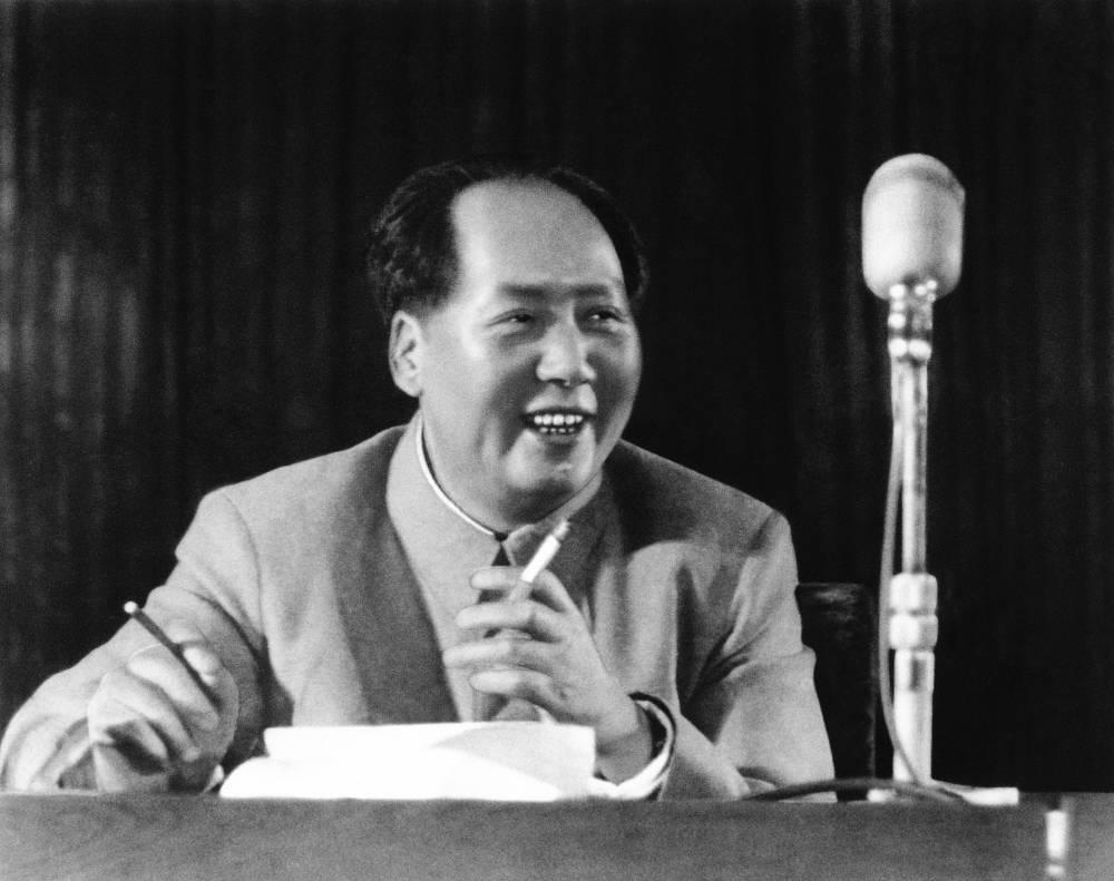 Председатель ЦК коммунистической партии Китая Мао Цзэдун страдал недугом с начала 1970-х годов. 9 сентября 1976 года политик скончался на 83-м году жизни