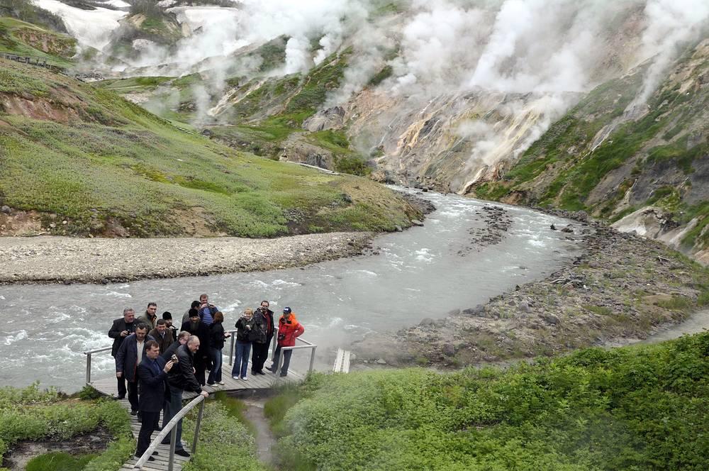 Самостоятельный туризм в Долину гейзеров ограничен. Для сохранения равновесия уникальной экосистемы в заповеднике существует строгая система правил по посещению природного явления