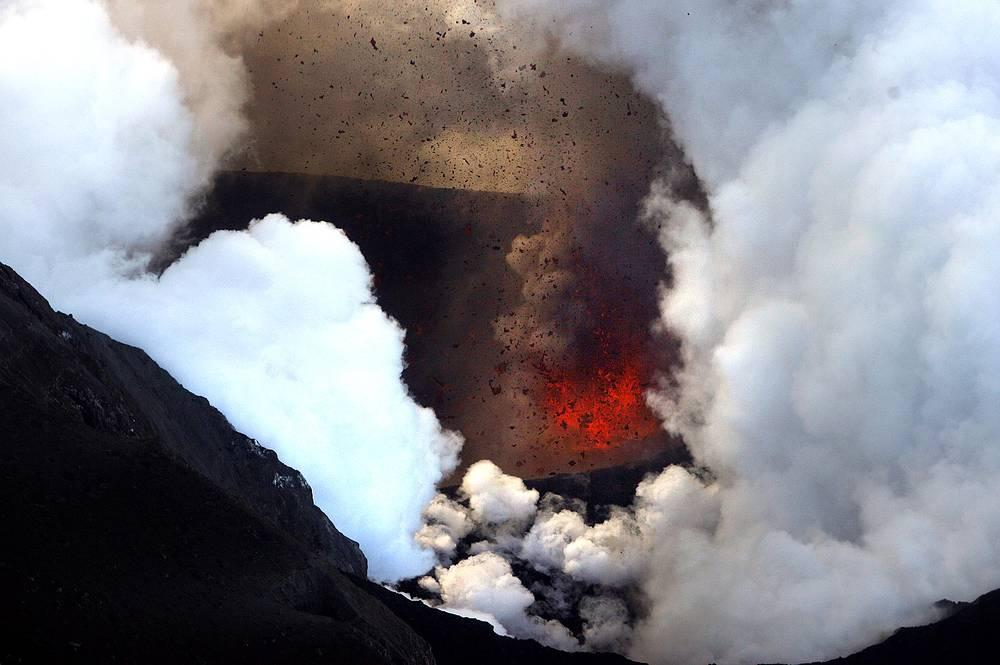 Вулкан Эйяфьядлайокюдль в Исландии, 2010 год