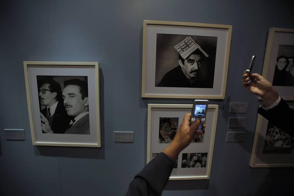 Габриэль Гарсиа Маркес скончался 17 апреля в возрасте 87 лет. Панихида пройдет во Дворце изящных искусств в Мехико 21 апреля. На фото: выставка, посвященная жизни и творчеству Маркеса во Дворце изящных искусств в Мехико, Мексика. 2009 год