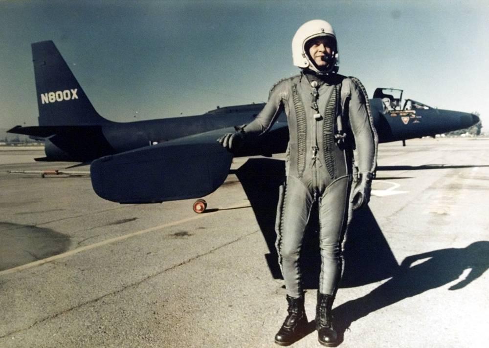 Американский летчик Фрэнсис Пауэрс, чей разведывательный самолет был сбит над Уралом 1 мая 1960 года