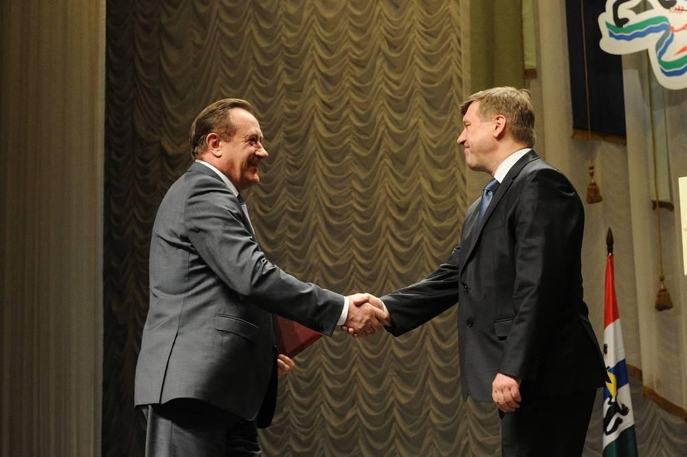 Председатель законодательного собрания Новосибирской области Иван Мороз поздравил Анатолия Локотя со вступлением в должность мэра