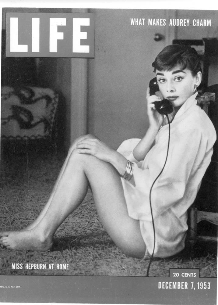 Хепберн стала одной из самых высокооплачиваемых актрис кино своего времени. На фото: обложка журнала Life за 7 декабря 1953 года