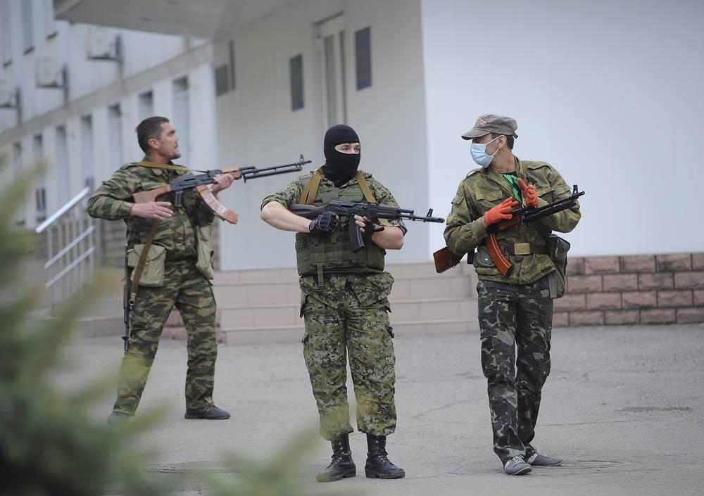 Сторонники федерализации во время захвата здания Главного управления МВД Украины