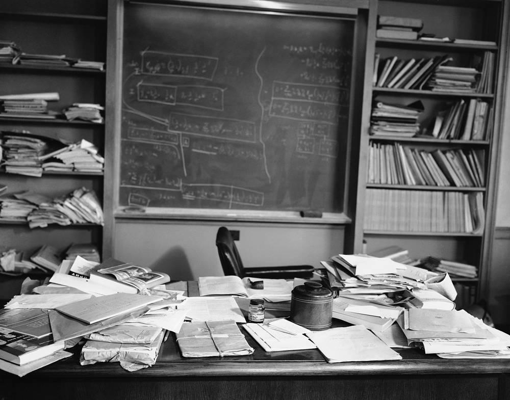 Кабинет физика-теоретика, лауреата Нобелевской премии по физике (1921) Альберта Эйнштейна в Принстонском институте перспективных исследований, 1955 год