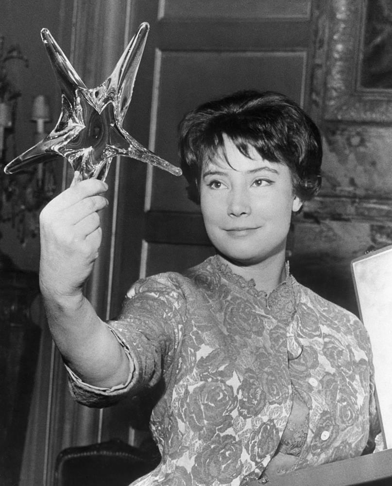 """За роль Вероники она также была отмечена призом  Французской академии кинематографии """"Хрустальная звезда"""", 1961 год"""
