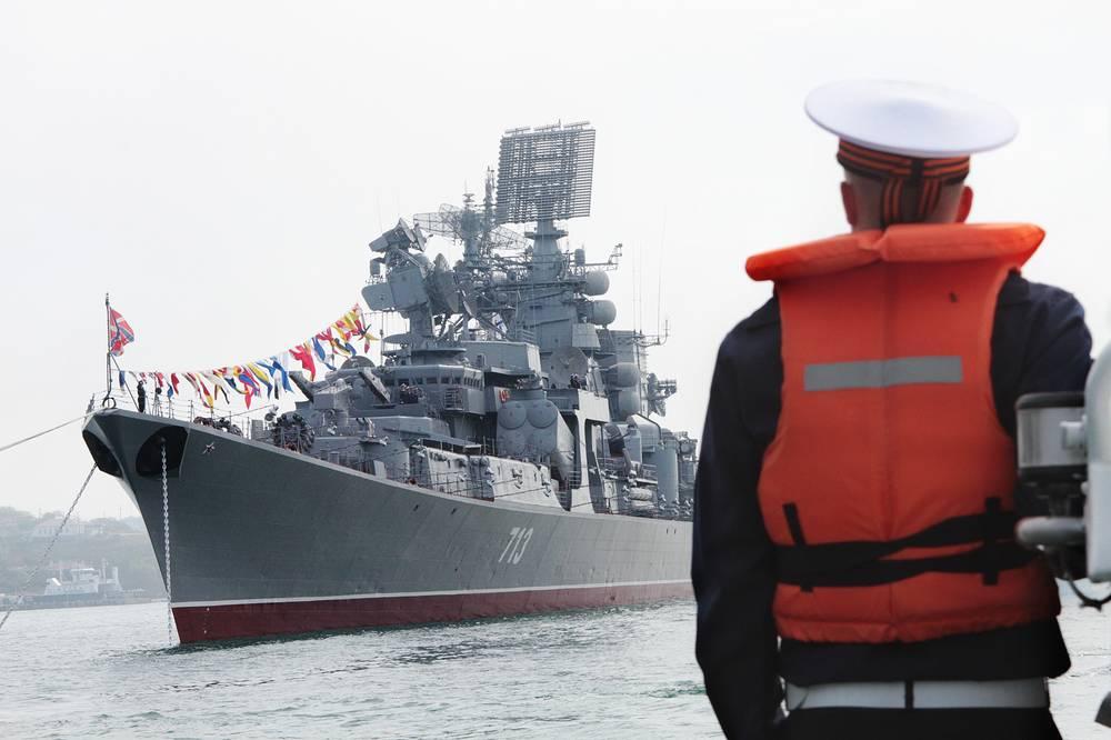 Во время парада кораблей в честь 230-летия Черноморского флота России