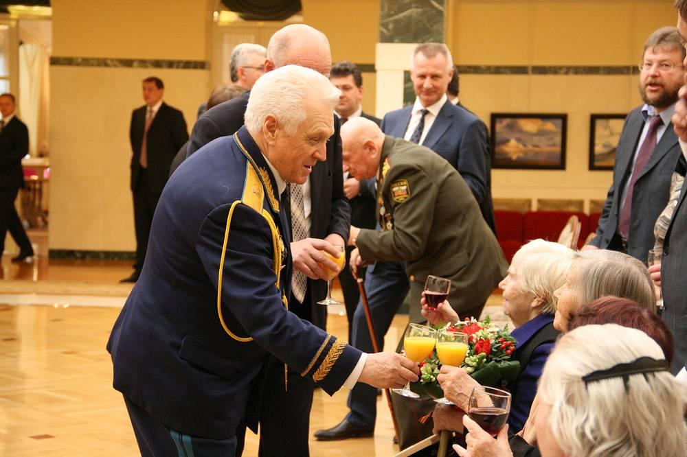 На церемонии вручения ключей от новых квартир ветеранам, их родственникам и труженникам тыла