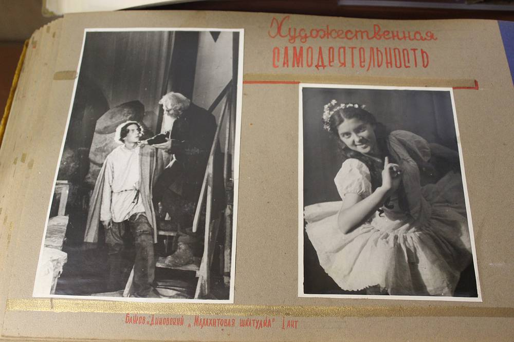 """Фотографии сцен из самодеятельного спектакля """"Малахитовая шкатулка"""". 1942 год"""