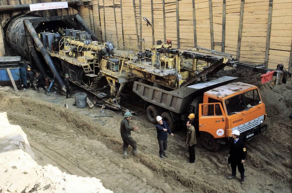 Одним из самых сложных оказался перегон от станции «Октябрьская» до «Речного вокзала».