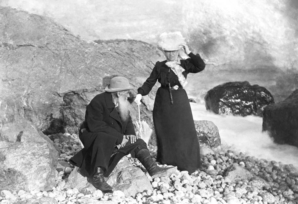 Мисхор. Писатель Лев Толстой с супругой Софьей Толстой, 1901 год