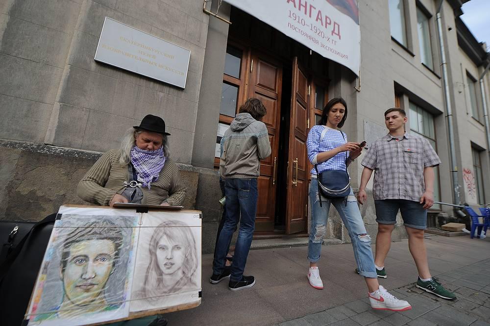 """Картинная галерея Музея изобразительных искусств. Интерактивная зона для посетителей """"Дорисуй Малевича"""""""