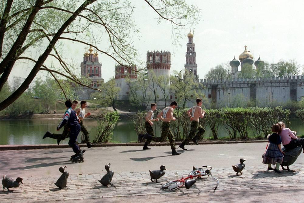 Курсанты на пробежке у Новодевичьего монастыря, 1999 год