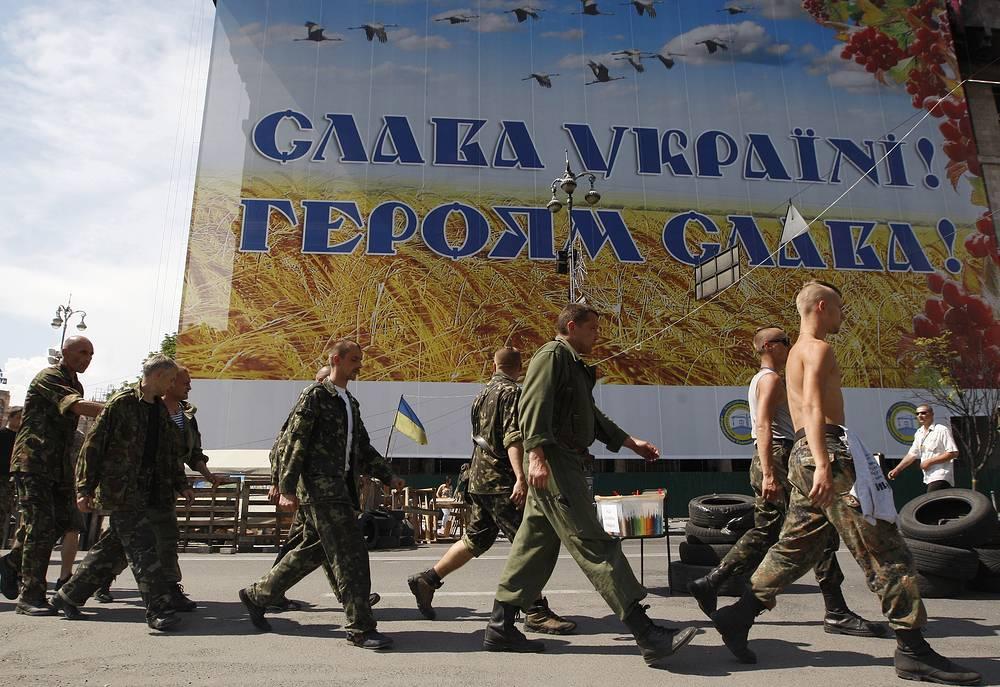 Избранный мэр Киева Виталий Кличко встречался с людьми, удерживающими здание Киевской горадминистрации, чтобы договориться о его освобождении. Однако найти компромисс по этому вопросу не удалось. На фото: улица Крещатик, 28 мая
