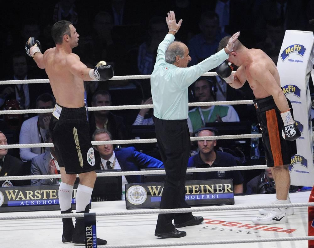 10 сентября 2011 года Кличко в Варшаве техническим нокаутом выиграл у бывшего чемпиона мира по версии IBF поляка Томаша Адамека в десятом раунде