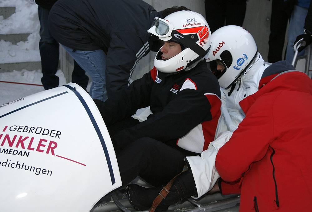 Действующий правитель Монако - пятикратный участник зимних Олимпийских игр в бобслее. На фото: Альбер II  и Шарлен