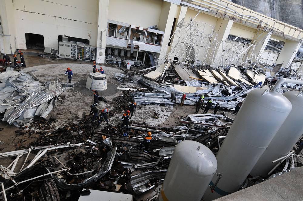 7 августа 2009 года на Саяно-Шушенской ГЭС (Республика Хакасия) произошла крупная техногенная катастрофа. Из-за разрушения второго гидроагрегата в машинный зал станции под большим напором стала поступать вода, затопившая и зал, и технические помещения под ним