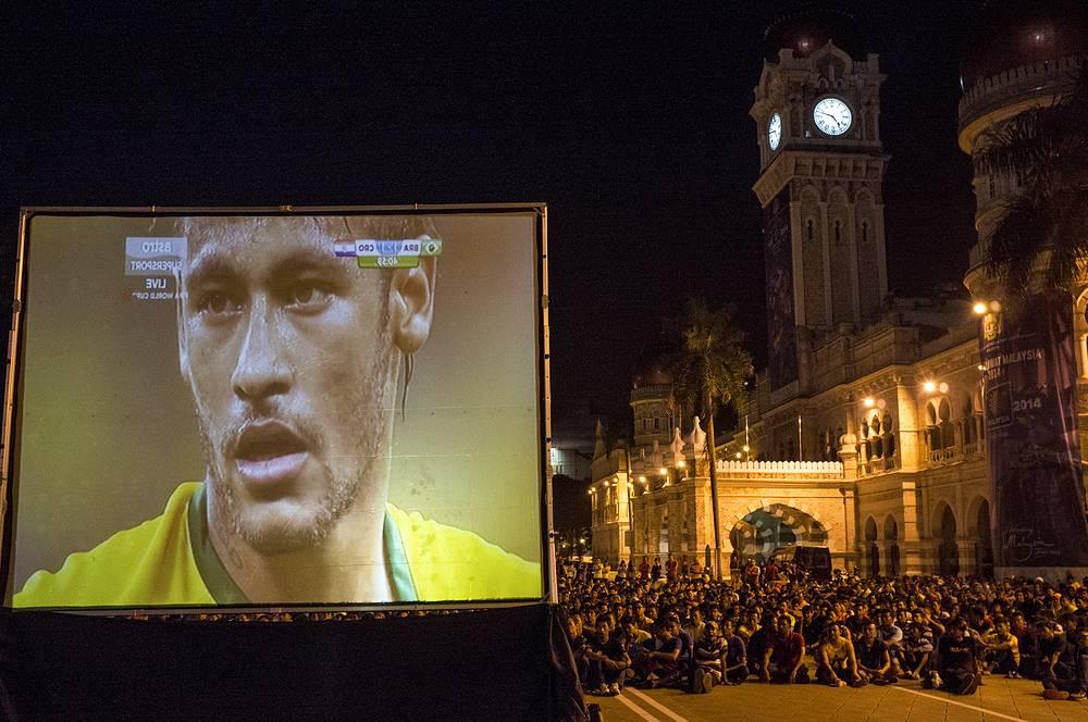 Трансляция матча между сборными Бразилии и Хорватии в столице Малайзии Куала-Лумпуре