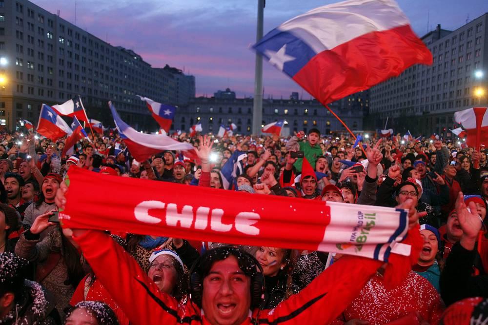 Фанаты сборной Чили в Сантьяго вышли в центр города