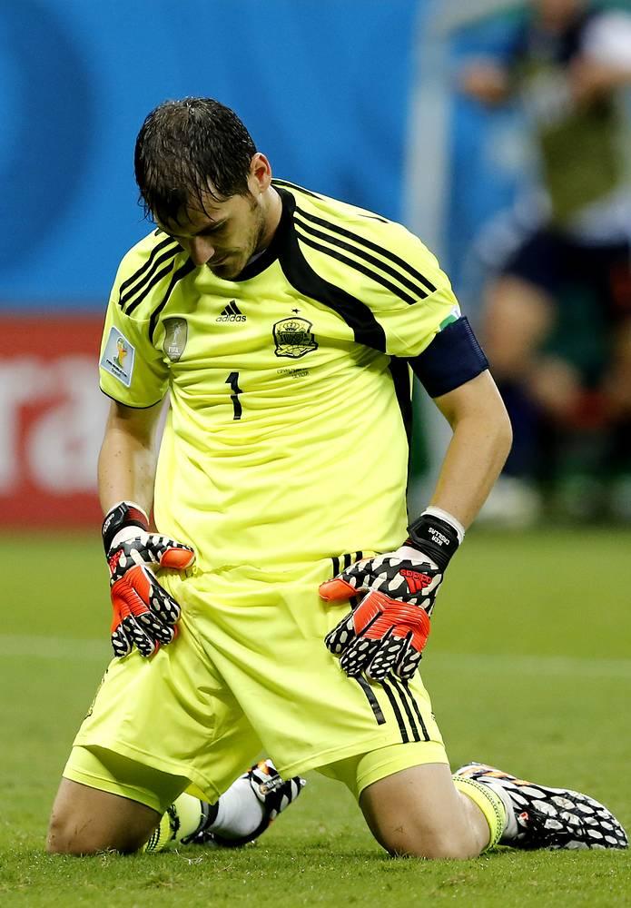Бессменный основной вратарь сборной Испании на протяжении 12 лет Икер Касильяс пропустил в этом матче пять мячей. Игра закончилась со счетом 5:1.