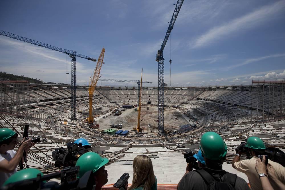 """Для подготовки к чемпионату мира-2014 и летним Олимпийским играм-2016 была проведена полная реконструкция """"Мараканы"""", длившаяся почти три года. Стоимость работ составила более $400 млн"""