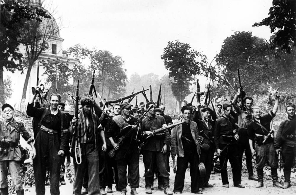 Группа литовских партизан, вошедших в Вильнюс вместе с советскими войсками, июль 1944 года