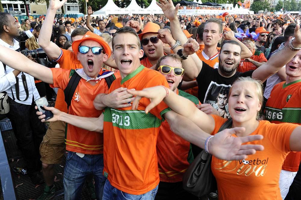 Голландцы заняли первой место в группе и в 1/8 финала сыграют с командой, занявшей второе место в квартете А