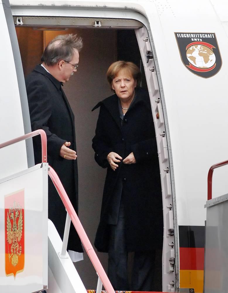 Ангела Меркель во время торжественной встречи в аэропорту Внуково-2, 2008 год
