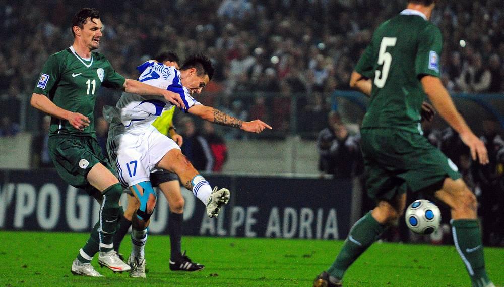 Сборная Словении не пустила российскую команду в финальную стадию ЧМ-2010, выиграв в стыковых матчах. Но преодолеть групповую стадию в ЮАР словенцы не сумели, так же как и в 2002 году.