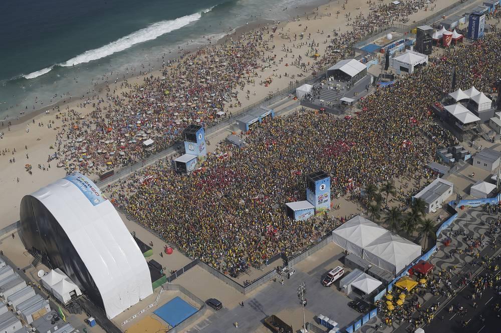 На пляже Копакабана матч смотрело около 40 тыс. человек