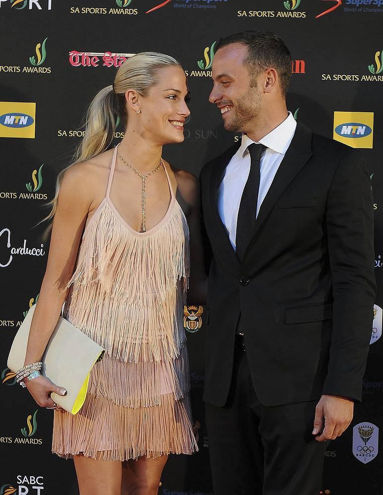 Рива Стинкамп была известной в ЮАР фотомоделью. На момент трагедии пара встречалась всего лишь несколько месяцев