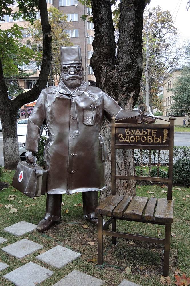 Памятник доктору в Ставрополе