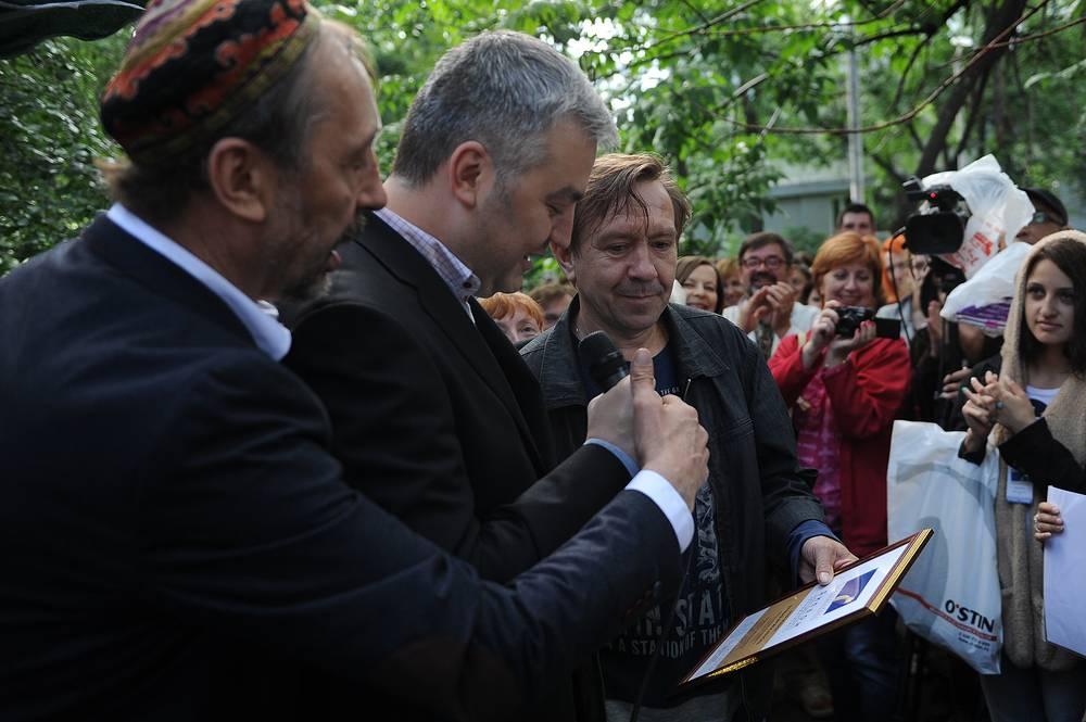 Сергей Федоров (крайний справа), Заслуженный артист России, обладатель приза за лучшую мужскую роль