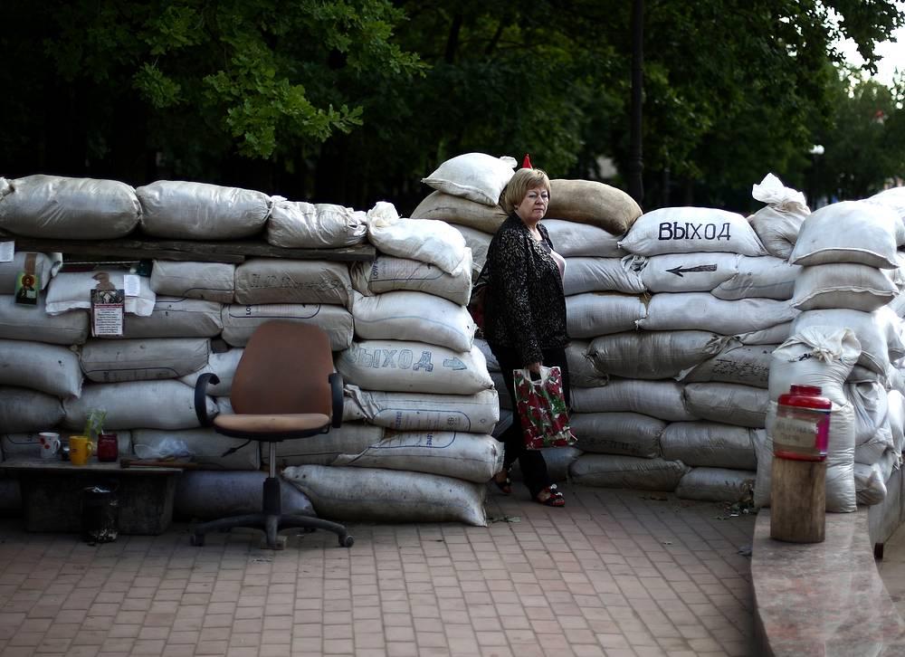 В лагере активистов ЛНР возле здания СБУ в Луганске