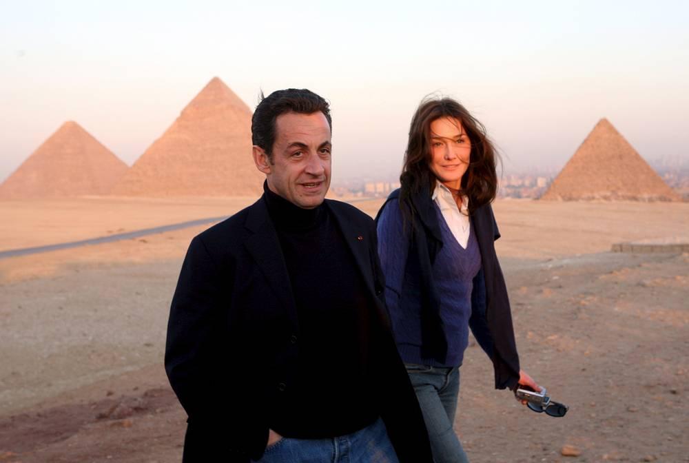 Николя Саркози с Карлой Бруни во время путешествия к пирамидам Гизы, Египет, 2007 год