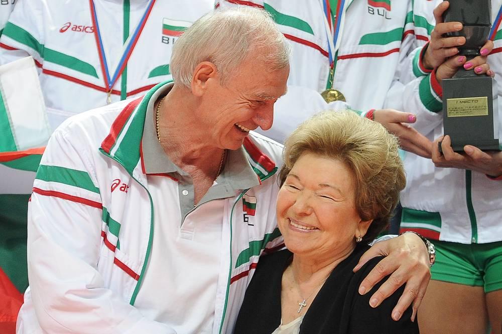 Главный тренер сборной Болгарии Владимир Кузюткин и вдова первого президента РФ Наина Ельцина