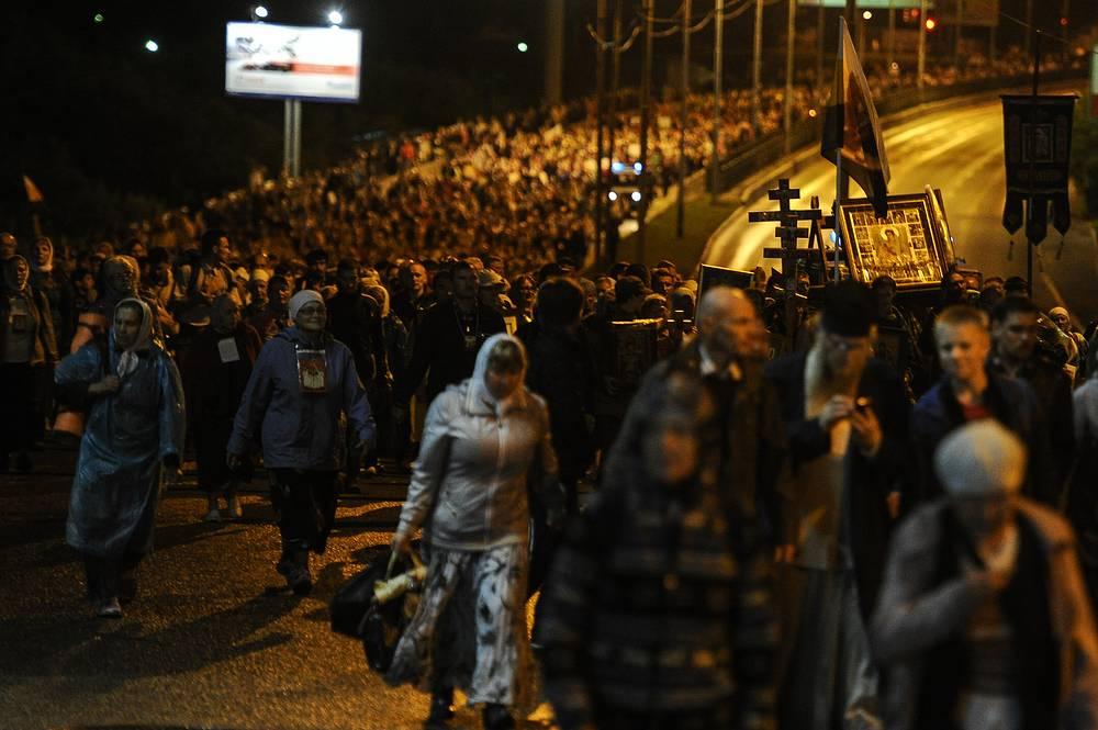 Для шествия было перекрыто движение транспорта по основным городским магистралям