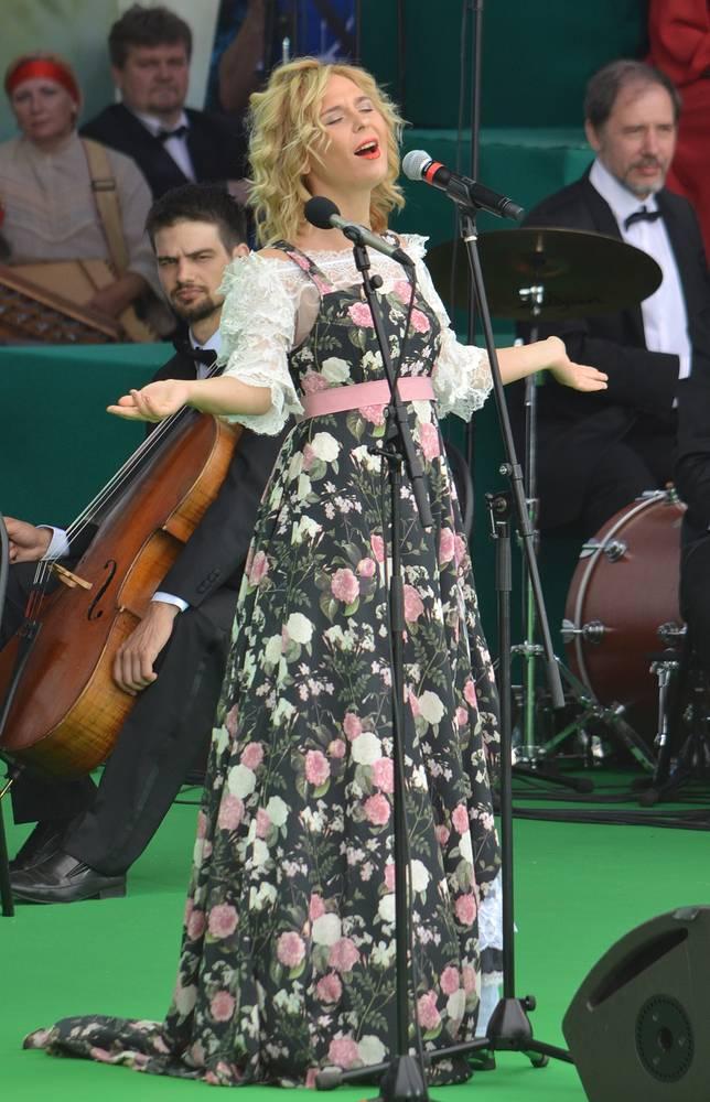 Певица Пелагея во время выступления на концерте , посвященному 700-летию со дня рождения преподобного Сергия Радонежского в Сергиевом Посаде