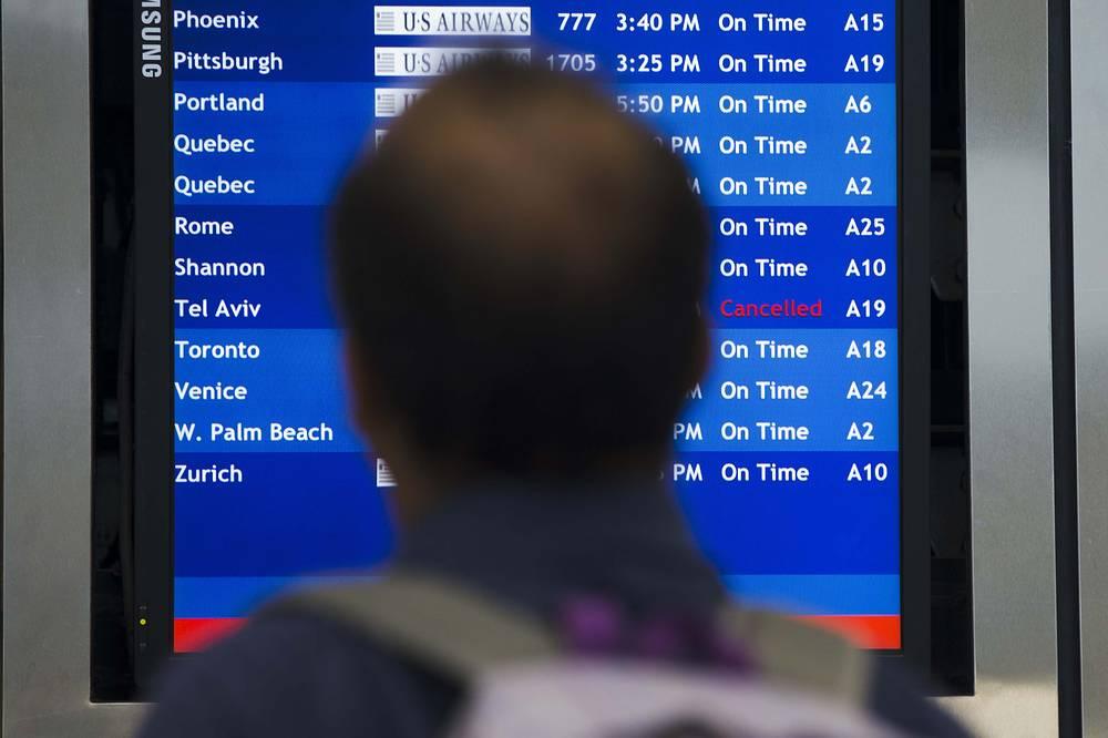 Табло с вылетами в международном аэропорту Филадельфии