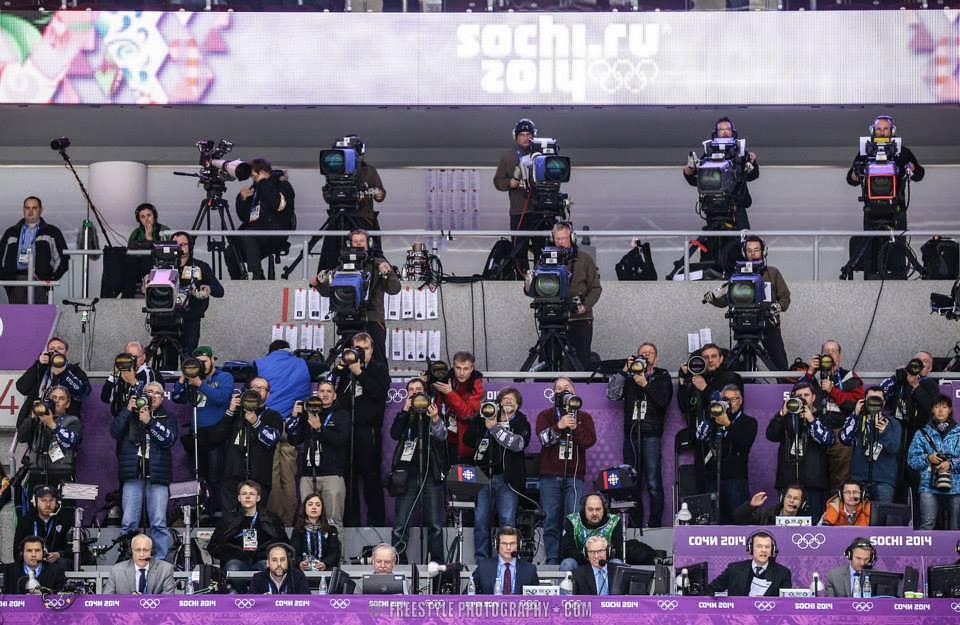Спортивные фотографы за работой во время Олимпийских игр в Сочи