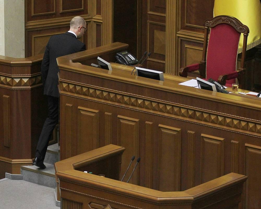 """24 июля назначенный Верховной радой премьер-министром Украины Арсений Яценюк объявил о своей отставке. """"В связи с распадом парламентской коалиции, а также непринятием ряда важных законопроектов я объявляю о своей отставке"""", - заявил премьер-министр"""