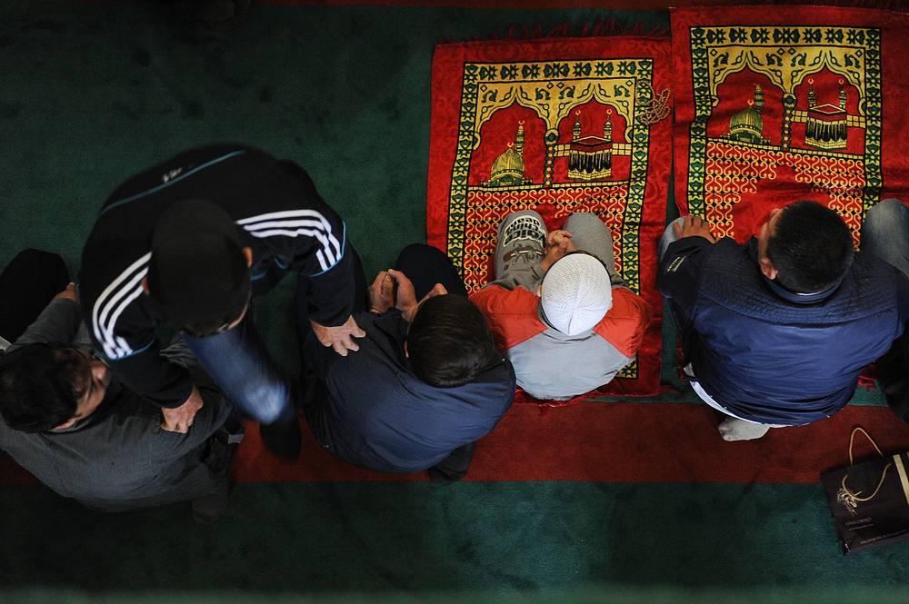 Празднование Ураза-байрама в Медной мечети им. имама Исмаила аль-Бухари в Верхней Пышме