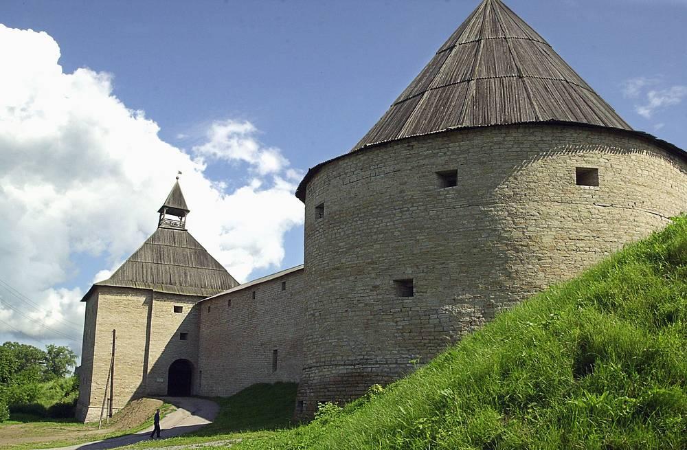 Староладожская крепость, заложенная в 1114 году на слиянии рек Волxова и Ладожки