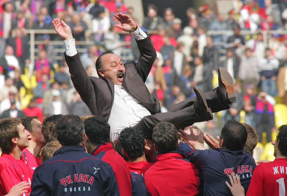 Чествование Валерия Газзаева после выигрыша очередного национального кубка (2006 год)